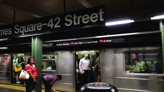 times square, #1,2, 3 subway,  new york city - västerländsk text bildbanksvideor och videomaterial från bakom kulisserna
