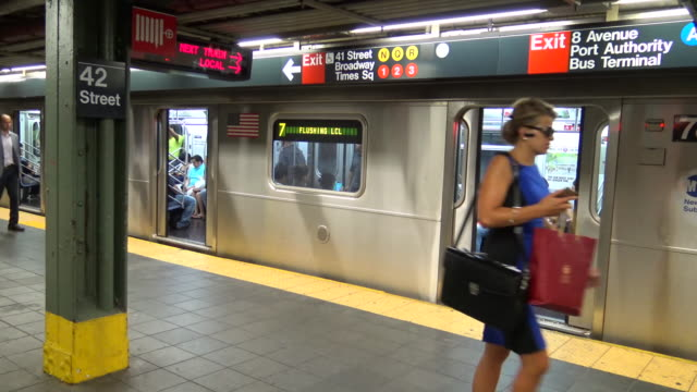 times square, #7 subway platform, new york city - vehicle door stock videos & royalty-free footage
