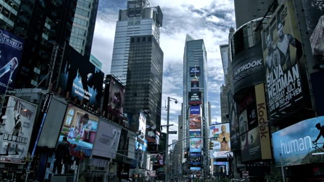 タイムズ ・ スクエアの日に、マンハッタン、ニューヨーク、アメリカ合衆国 - スクエア点の映像素材/bロール