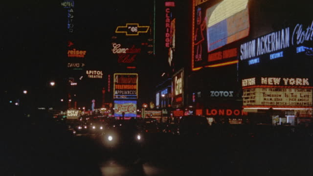 1974 ws times square at night / manhattan, new york - 以前の点の映像素材/bロール