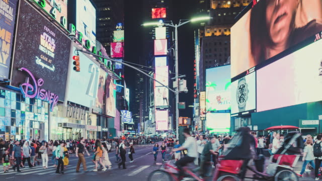 t/l pan times square at night / manhattan, nyc - yellow taxi stock videos & royalty-free footage