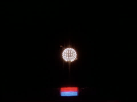 Times Square ball dropping on 1990 New Year's Eve / NYC