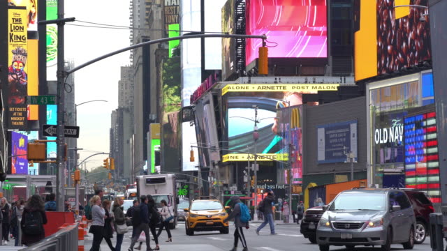times square in manhattan, new york city - times square manhattan stock videos & royalty-free footage