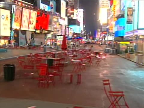 times square is evacuated and shut down due to a bomb being found in an abandoned car emergency vehicles can be seen past the barricade and empty... - crime or recreational drug or prison or legal trial stock videos & royalty-free footage