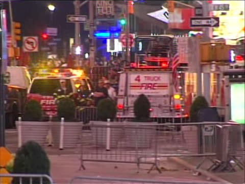 times square is evacuated and shut down to a bomb being found in an abandoned car emergency vehicles and personnel can be seen past the barricade... - united states and (politics or government) stock videos & royalty-free footage