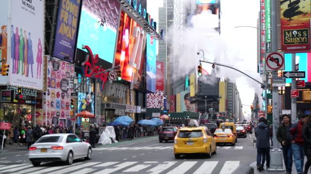 times square, manhattan, new york city - insegna commerciale video stock e b–roll