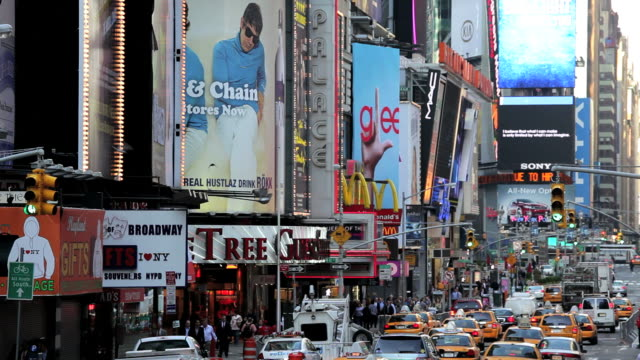 stockvideo's en b-roll-footage met times square new york with billboards neon lights and illuminated signs, manhattan, north america, usa - commercieel bord