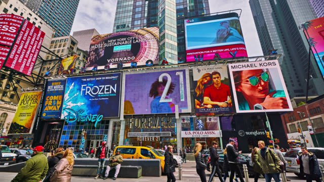 times square. street. - yellow taxi stock-videos und b-roll-filmmaterial