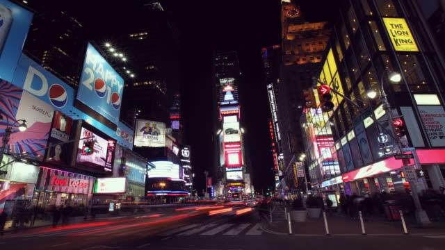 stockvideo's en b-roll-footage met times square traffic and signage south - vrouwelijke gestalte