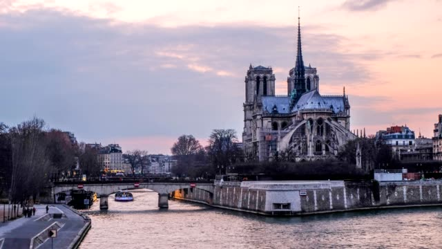 times-lapse notre dame at the river seine during twilight, paris, france - french culture stock videos & royalty-free footage