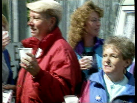 managing director resigns scotland dundee ms group of women pickets outside timex factory celebrate with champagne as they hear of peter hall... - スコットランド ダンディー点の映像素材/bロール