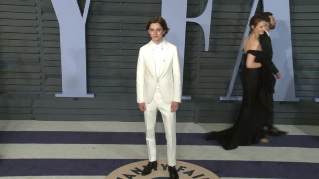 vídeos de stock, filmes e b-roll de timothée chalamet at 2018 vanity fair oscar party on march 04 2018 in beverly hills california - vanity fair oscar party