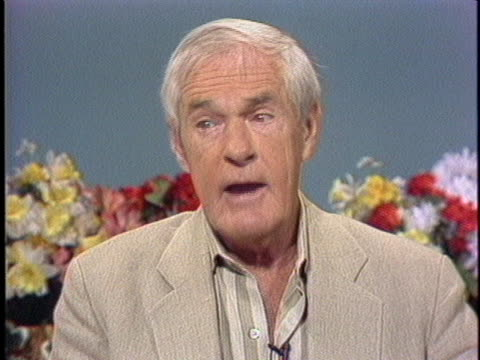 timothy leary admits in a studio interview that he might occasionally use a psychedelic drug in the privacy of his own home. - 伝記点の映像素材/bロール