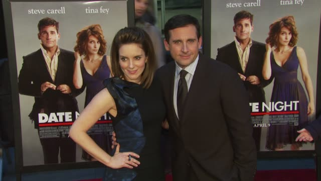 vídeos y material grabado en eventos de stock de tina fey and steve carell at the premiere of 'date night' arrivals at new york ny - tina fey