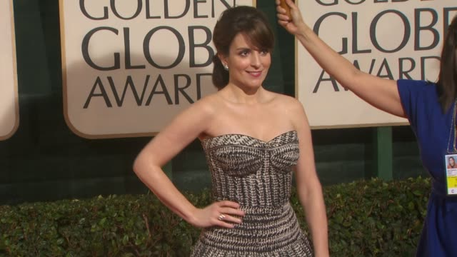 tina fey at the 67th annual golden globe awards arrivals part 4 at beverly hills ca - ゴールデングローブ賞点の映像素材/bロール