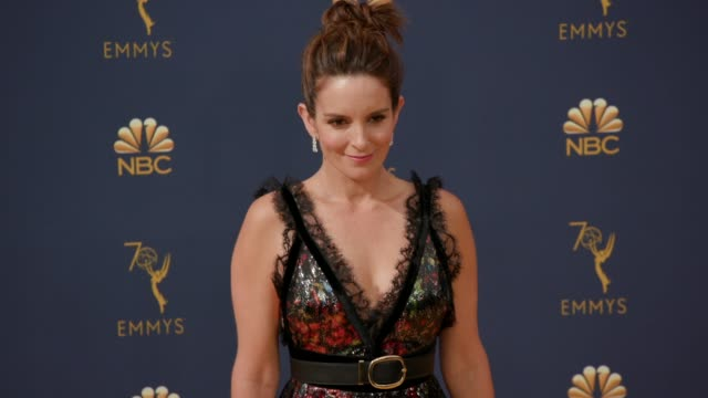 vídeos de stock, filmes e b-roll de tina fey at the 70th emmy awards arrivals at microsoft theater on september 17 2018 in los angeles california - 70th annual primetime emmy awards