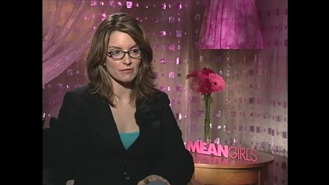 tina fey talks about the women on saturday night live - sex discrimination stock videos & royalty-free footage