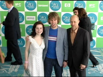 stockvideo's en b-roll-footage met tina majorino, jon heder and jon gries at the 20th annual independent spirit awards arrivals and interviews at santa monica in santa monica,... - tina majorino