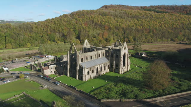 stockvideo's en b-roll-footage met tintern abbey, tintern, wye valley, monmouthshire, wales, united kingdom - valley