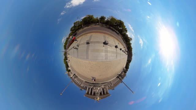 stockvideo's en b-roll-footage met tiny planet austrian parliament building - 360° time lapse - oostenrijkse cultuur