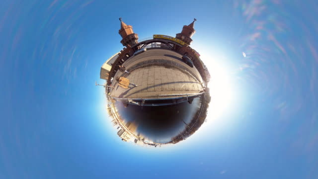 tiny planet berlin oberbaum bridge - 360° time lapse - spoonfilm stock-videos und b-roll-filmmaterial