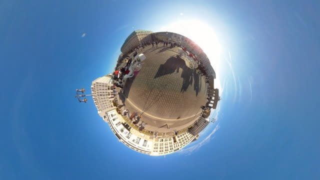 Tiny Planet Berlin Pariser Platz - 360° Time lapse