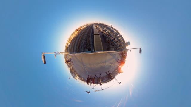 vídeos de stock e filmes b-roll de tiny planet berlin railway station - 360° time lapse - vista de 360 graus