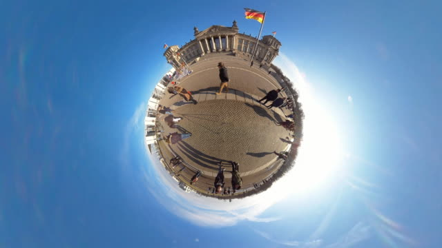Tiny Planet Berlin Reichstag- 360° Time lapse