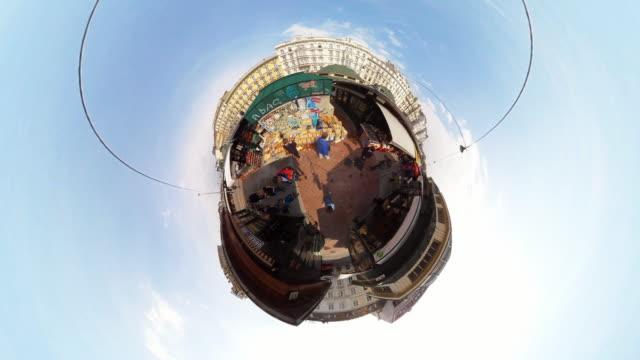 stockvideo's en b-roll-footage met tiny planet vienna naschmarkt  - 360° time lapse - oostenrijkse cultuur