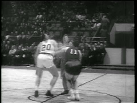 B/W 1946 tipoff in Toronto Huskies vs NY Knicks game / Toronto / newsreel