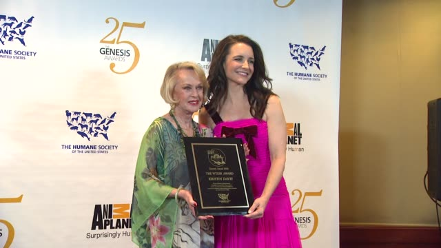 tippi hedren, kristin davis at the the 25th anniversary genesis awards presented by the humane society of the united states at century city ca. - tippi hedren stock videos & royalty-free footage