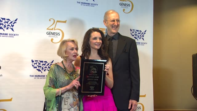 tippi hedren, kristin davis, james cromwell at the the 25th anniversary genesis awards presented by the humane society of the united states at... - tippi hedren stock videos & royalty-free footage