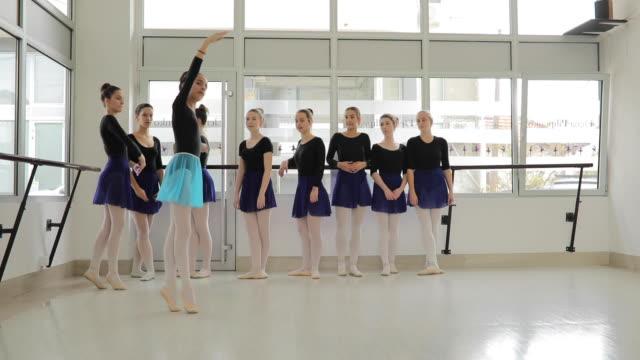 zehenspitzen - ballettstudio stock-videos und b-roll-filmmaterial