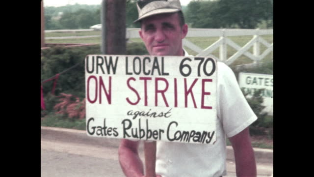 tire factory workers union strike against gates rubber, tennessee - 労働組合点の映像素材/bロール