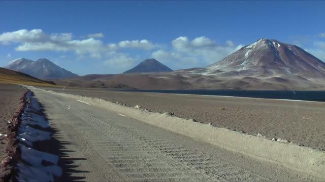 ws tire tracks on dirt road in desert landscape, san pedro de atacama, el loa, chile - san pedro de atacama stock videos & royalty-free footage