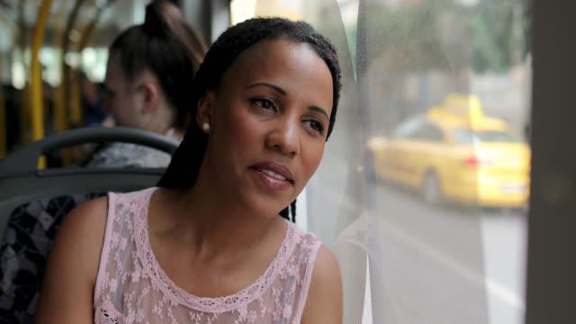 vídeos y material grabado en eventos de stock de mujer cansada y preocupada pensando en sus problemas mientras estaba sentada en un autobús y mirando a través de la ventana - autobús