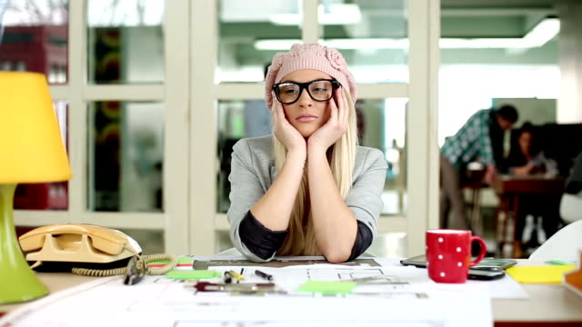 Müde Geschäftsfrau