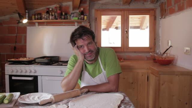 vídeos de stock, filmes e b-roll de tired of a man in the kitchen - rolo de pastel