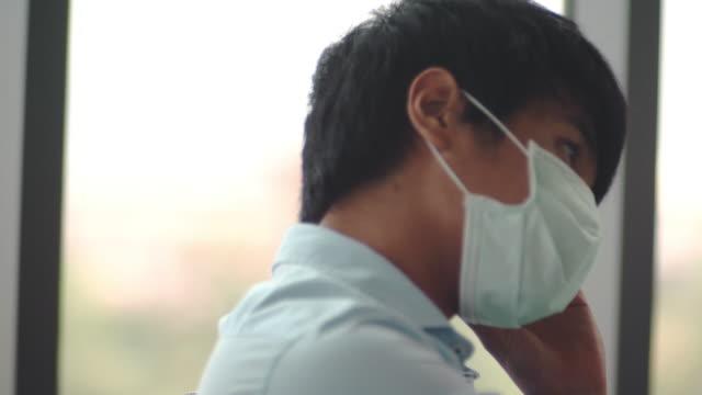 疲れて、 病気の気分 - 鼻腔点の映像素材/bロール