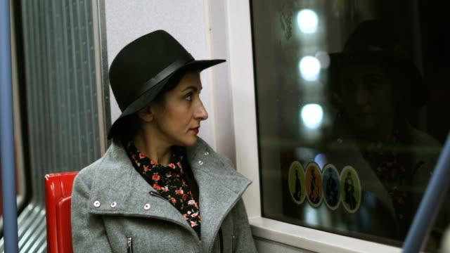 vídeos de stock e filmes b-roll de tired woman yawning in a public transportation - bocejar