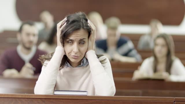 stanca giovane donna - exam video stock e b–roll