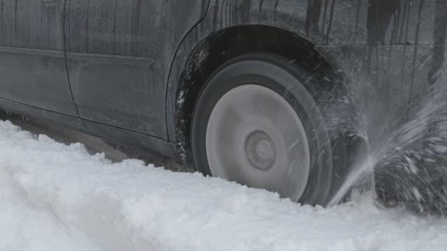 vídeos y material grabado en eventos de stock de ms tires spinning in snow - neumatico