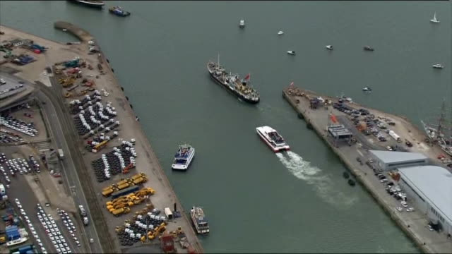 stockvideo's en b-roll-footage met aerials of ships leaving southampton harbour england hampshire southampton southampton harbour of flotilla of ships leaving southampton harbour - southampton engeland