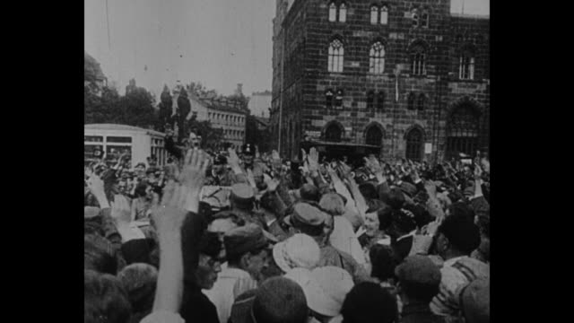 "vídeos de stock, filmes e b-roll de title ""1929"" superimposed on brown shirts marching as they approach, pass camera while saluting / adolf hitler rides through crowd in car /... - 1920 1929"
