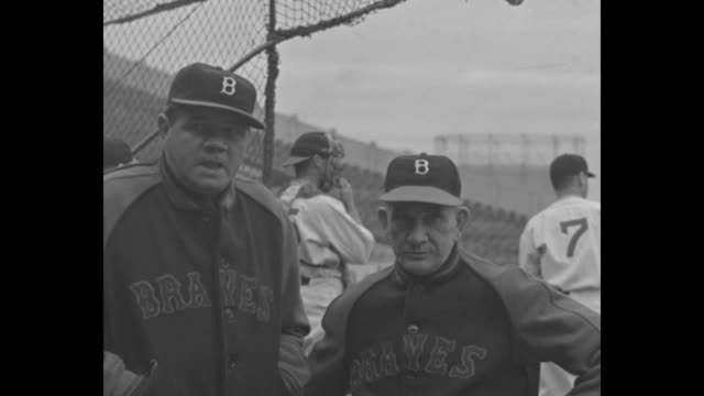 at boston babe ruth and braves upset giants 42 / stands filled at braves field / game in progress / cu braves managers babe ruth and bill mckechnie /... - frivarv bildbanksvideor och videomaterial från bakom kulisserna