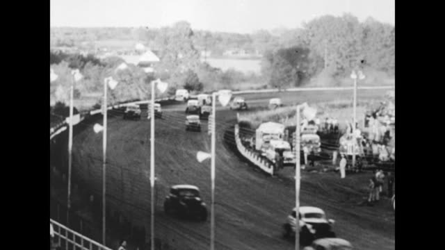 vídeos de stock, filmes e b-roll de auto racing superimposed over cars racing past camera in indianapolis 500 auto race at indianapolis motor speedway / cars come racing down... - 1951