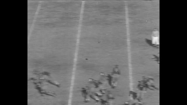 stockvideo's en b-roll-footage met california v washington superimposed over line of scrimmage and inception of play during california golden bears' game against the washington huskies... - universiteit van washington