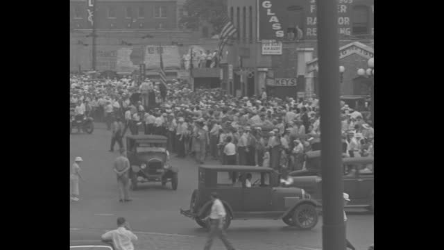 vidéos et rushes de a city ruled by troops minneapolis _ strike deadlock met by martial law frantic peace efforts in truck tieup bring hope of lasting truce in labor... - 1934