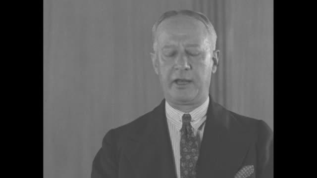 vídeos de stock e filmes b-roll de al smith asks you to support nra / mcu former new york governor al smith addresses camera sot smith encourages viewers to support pres franklin d... - al smith