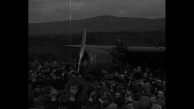 'Amelia In England London First pictures of Amelia Earhart Putnam abroad Crowds brave rain to see first woman transAtlantic flier' / Londonderry...